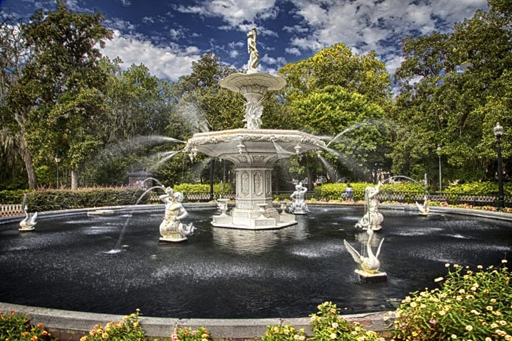 The famous Forsyth Park fountain