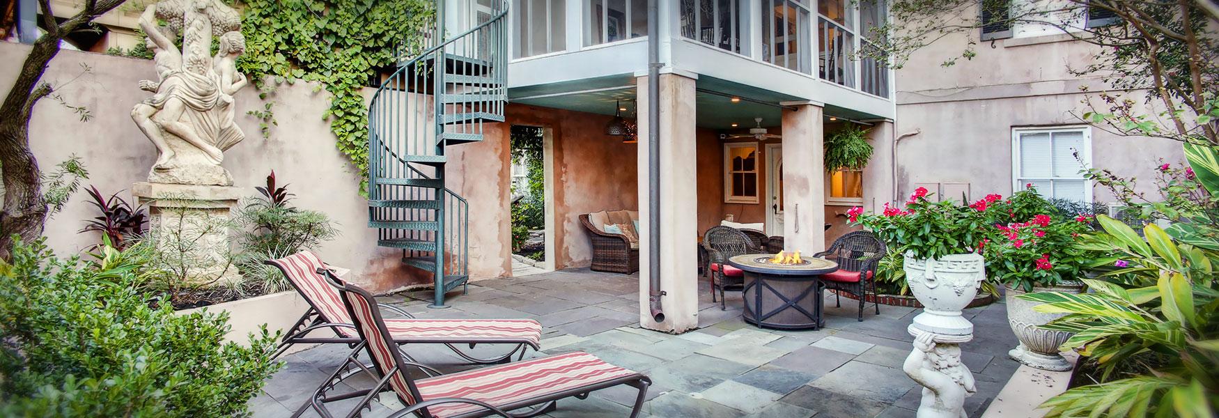 courtyard at McMillan Inn